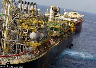 FPSO oil-offloading oil